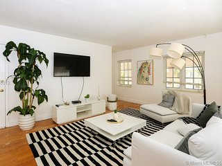 Charming 2 bedroom apartment in Coral Gables.