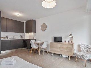 Juan-les-Pins: Splendid brand new 1 bedroom in front of the beach