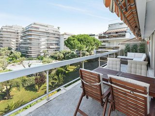 Spacious 2BR - terrace + residence swimming pool