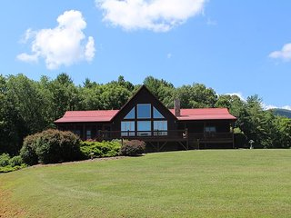 River Bliss - Luxurious Log Cabin With Mountain & River Views,  & Pool Table