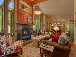NEW LISTING - 3 Bed 3.5 Bath Walking Distance to Everything in Tahoe City