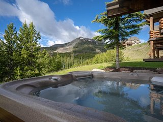 True ski-in/out townhouse w/private hot tub & paid access to a shared pool