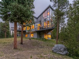 Private home with meditation room, fire pit, close to Breck - Summit Solitude
