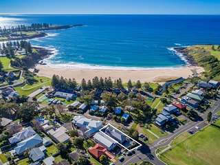 KENDALLS BEACH COTTAGE, Kiama & Surrounds - 2pm check out Sunday; pay for 2, sta