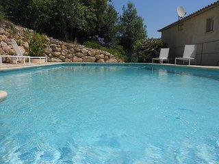 Le Mas de Frayere B&B entre Grasse, Cannes and Nice, ch coquelicot avec piscine