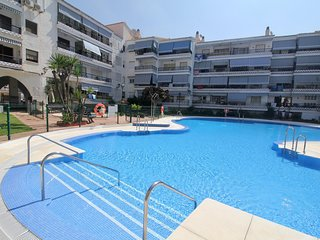 First Line Beach 2BR Modern Apartment in Rincon de la Victoria, Pool, Wifi