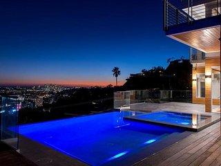 1150 - Hollywood Panoramic Infinity Villa