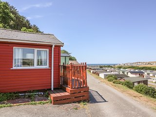 No. 7, on-site facilities, beach close by, near Aberystwyth