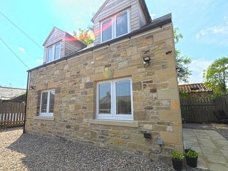 Crofters Cottage, superb detached holiday home in central Village location