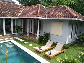 Less than 5 minutes driving to Petitenget beach, Villa Dunia