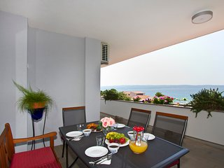 Spacious 110 m2 apt with terrace and garden, just 30m from the beach