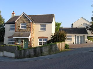 Detached four bedroom house close to Swanpool beach Falmouth