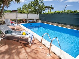 Bright and delightful CASA MARIANNA with garden and private swimming pool
