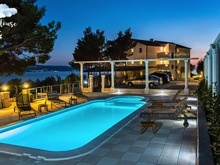 Luxury and Cozy 4* Family Resort Near Beach 'The Pine Resort', Stanici, Omis