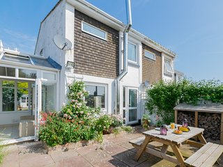 The Buffers - Spacious, pet friendly house in Brixham, with sea peeps!