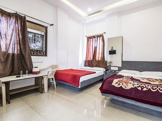 Commodious room for 5, 2.1 km from City Palace