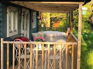 Cuttermoon Lodge has a covered veranda area making Al Fresco dinning easy whatever the weather!