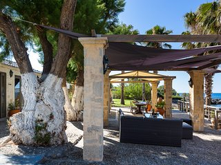 Proto Helidoni - Cozy beachfront home, right on the beach, close to amenities an