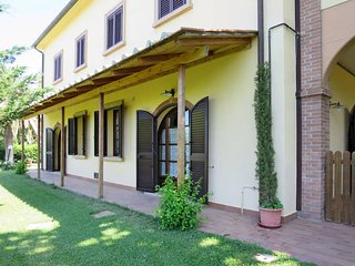 2 bedroom Apartment in Pomaia, Tuscany, Italy : ref 5446479
