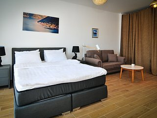 Brand new 'Forest Escape' Villa, Apartment No.9, holiday rental in Tivat Municipality
