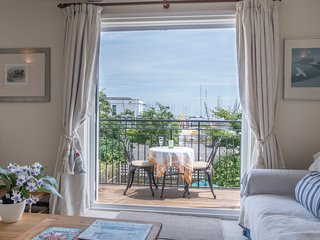 Ropewalk Cottage, Lymington Harbour,  balcony, vibrant views, off street parking