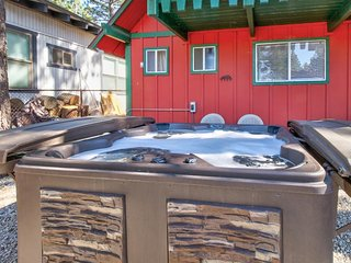 Dog-friendly mountain home w/ a private hot tub & outdoor pool table