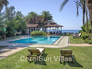 SEA FRONT Villa Amazing Pool & Garden - Privacy - 6 bedrms (ensuite) Sleeps 14
