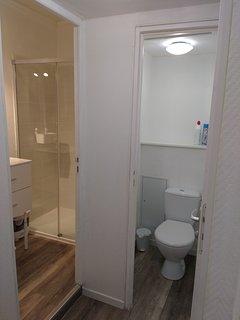 Salle de bain et WC séparés