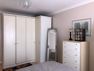 Spacious Self contained 1 Bed flat with crib