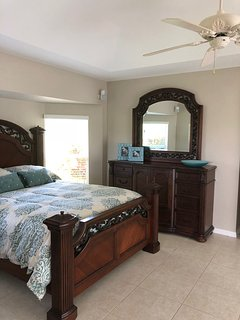 Guest bedroom 1 - queen bed, doors to lanai.
