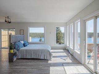 Whale House Guest House - Blue Whale Suite