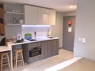 Modern Studio Apartment in City Centre 214