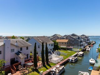 Canal-front condo w/ deck and furnished balcony offering bay views