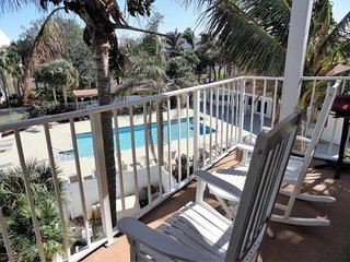 Great view of Pool/Hot Tub, 3 blocks to Beach!