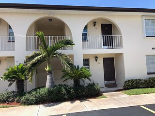 Lovely 55+ Condo Community-Walk to the Beach!