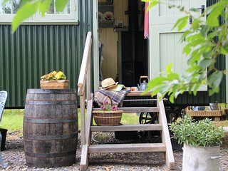 Farmer Oak's Hut-a romantic hideaway.