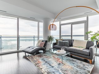 Luxury Corner Suite - CN Tower and Lake View