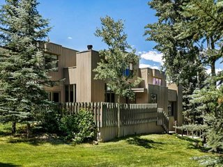 New Snowmass rental!  Recent renovation. Inviting contemporary decor. Private ho