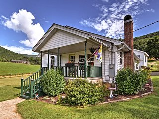 NEW! Farm House Cottage 14.5 Mi. From DT Asheville