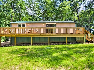 Chic Michigan 'Creek Side Cottage' w/ Fire Pit!