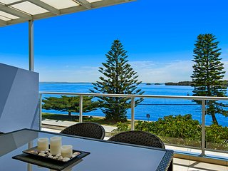 Lakeside Waterfront Apartment 18 The Entrance - 4.5 Star Luxury