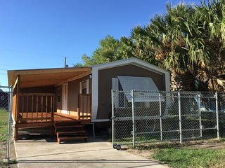 Two Bed Room Park Model Trailer - Harlingen - Rio Grand Valley Texas