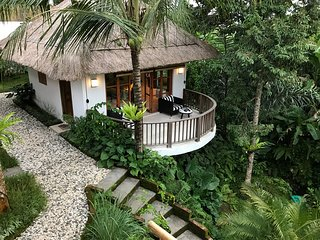 Mambo Valley, Luxury 2 bed villa near Ubud with private valley and a stream
