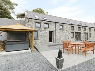 THE STABLES, hot tub, Glenluce