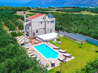 Palace Luxury Villa, Just 200m From The Beach, Drapanias Chania