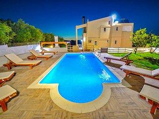 Palace Luxury Villa, Just 200m From The Beach, Drapanias Chania