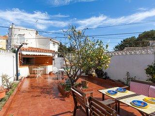 Villa ideal, cerca de la playa de arena. Gran terraza. A/A.