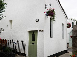 THE BOOT ROOM, quirky terraced cottage, in Chagford