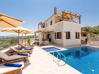 New Villa Katifes w/ Private Pool, Walk to Amenities+Amazing Views. 7km to beach