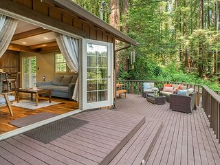 Lovely Redwood Retreat w/ Hot Tub & Wraparound Deck